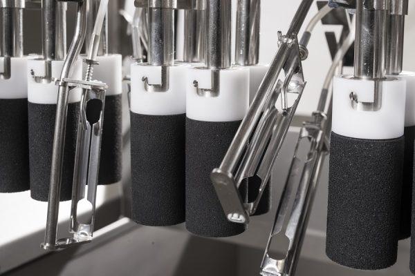 Pelatrice-a-coltelli-per-asparagi-dettaglio-rulli-e-coltelli.jpg